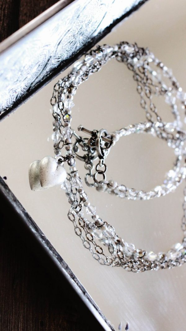 Elegant Clear Crystal & Silver Heart Necklace (1)