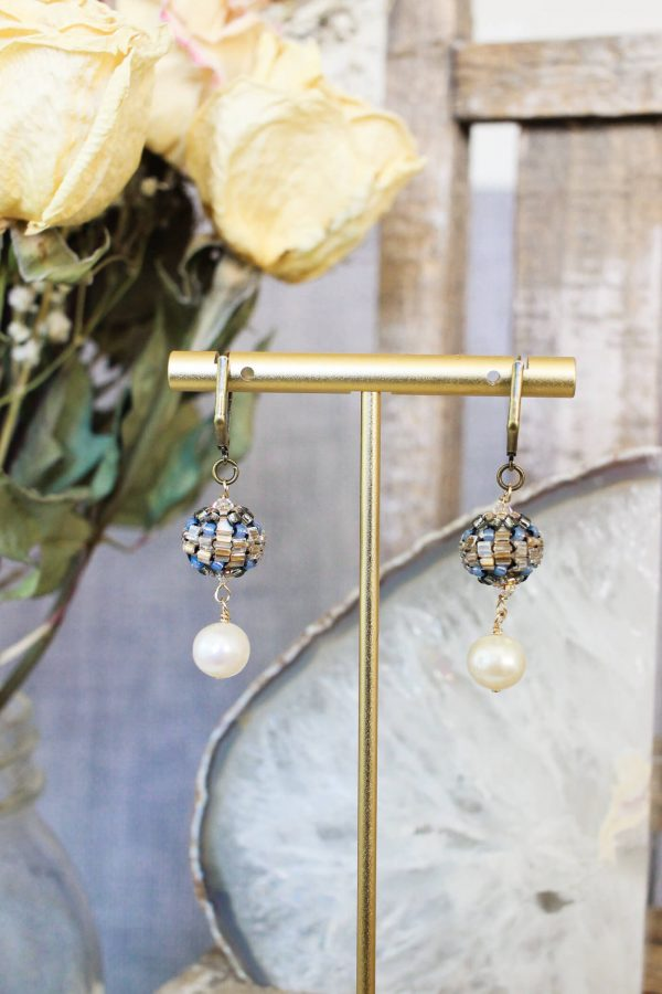 Pearl drop earrings designed with something old and something new for the vintage soul. #pearlearrings #pearldropearrings #dangleanddropearrigs #dangleearrings