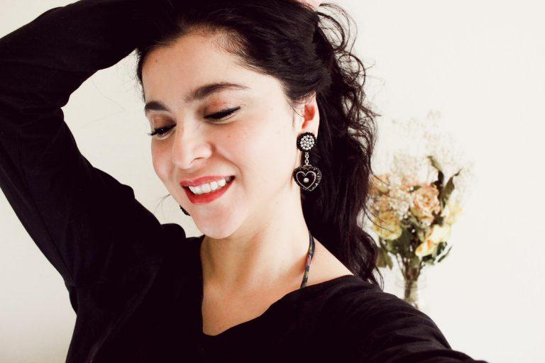 Heart dangle earrings inspired by Selena Quintanilla #handmadejewelry #designerjewelry #vintageinspired #retrochic #80sretro #80sstyle #selenaquintanilla