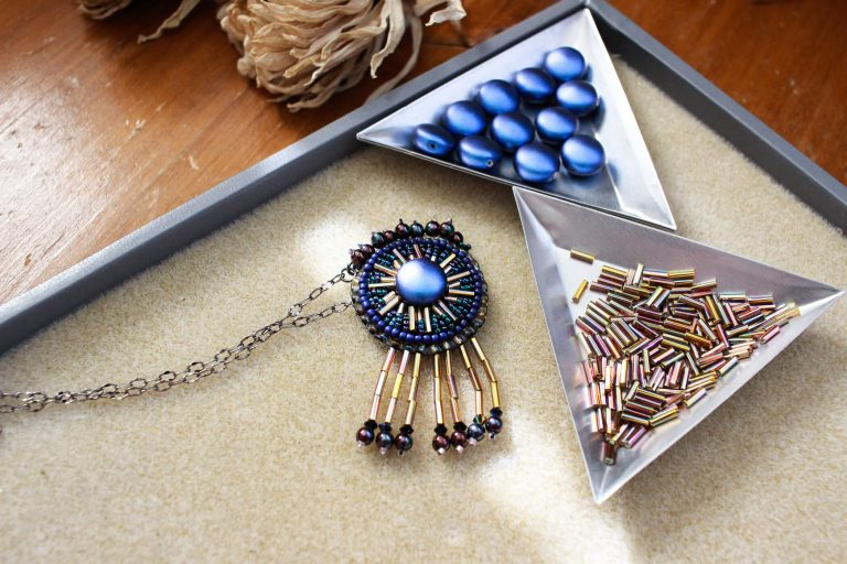 Elegant and bold, this Frida Kahlo inspired necklace is a bold and fashionable statement piece for any jewelry lover's collection. #handmadejewelry #fridakahloinspired #firdakahlojewelry